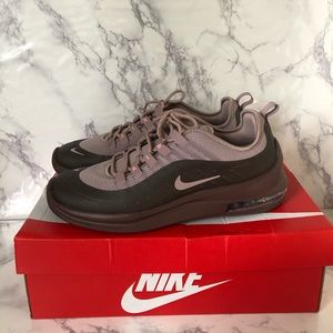 NIKE AIR MAX AXIS shoes for women US Sz. 9 Plum